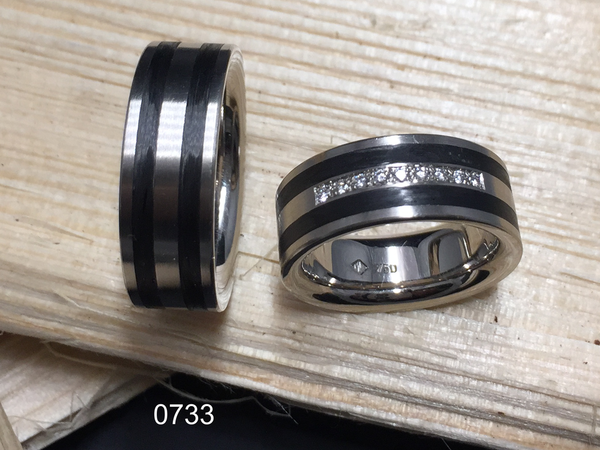 Partnerring in 0750 Weissgold mit Carbon und Brillanten, handgefertigt in der Manufaktur Wipf.